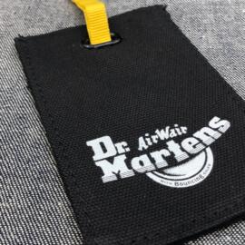 hangkaartje-canvas-bedrukt-zeefdruk-katoen-hangtag-swingtag-prijskaartje-kledinglabel-zakje-eyelet-zwart-merknaam-labellegendz